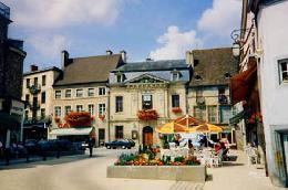 260_arnay_place_larger dans Ma Bourgogne En détails